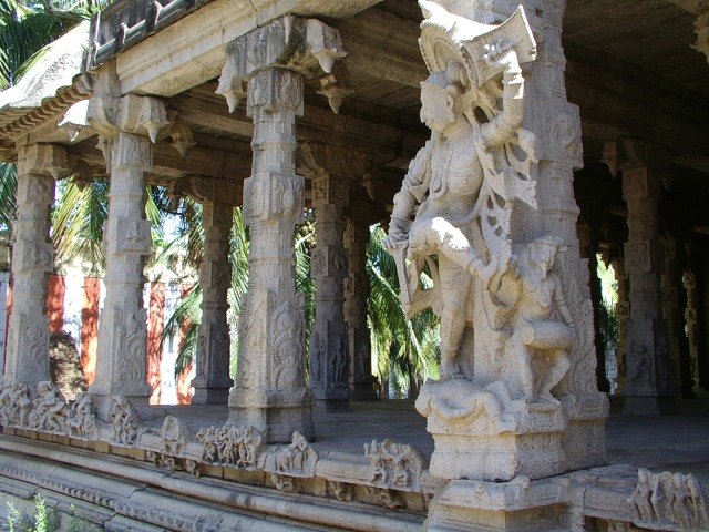 Pillars with great sculptures in temples